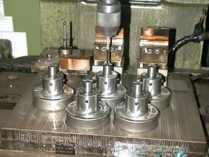 硬い金属の加工を可能にした放電加工