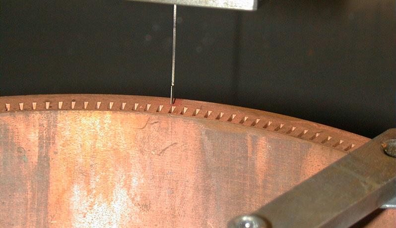 ロケットエンジン燃焼器 冷却溝内面 0.2×5×深0.8 人工傷追加工