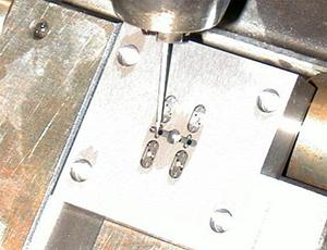 セラミックスへの高品位高精度 放電加工技術 【世界初】